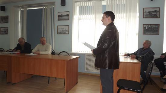 Выступает представитель ТИЗов на комиссии по промышленности 4 апреля