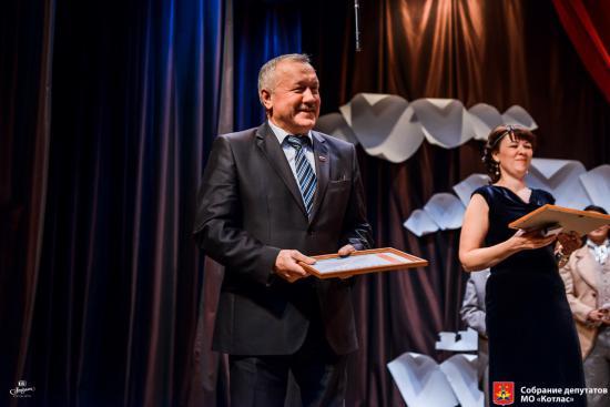 На 20-летии Собрания депутатов Борис Вьюхин был отмечен Почетной грамотой