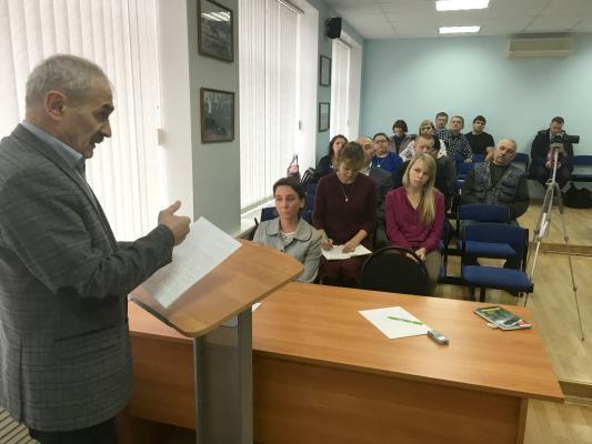 Депутат Николай Завадский зачитал гостям текст обращения к президенту В.В. Путину по объекту на Шиесе